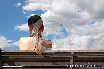 长凳覆盖女孩