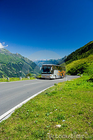 阿尔卑斯公共汽车路