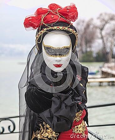 送飞吻的面具 编辑类照片
