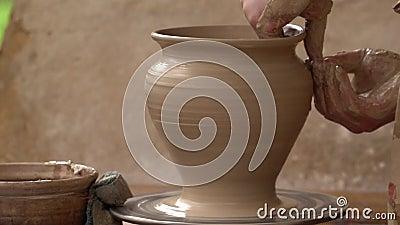 陶瓷工做一个棕色投手 股票视频