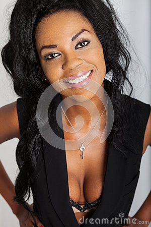 黑人干少妇内射_美好美国黑人少妇微笑 一个美丽的少妇的画象有允诺的微笑的 阳的