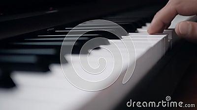音乐家弹钢琴 特写 股票录像