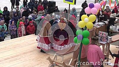 马斯莱尼察 集体庆祝或是冬日 股票视频