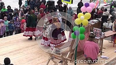 马斯莱尼察 集体庆祝或是冬日 股票录像