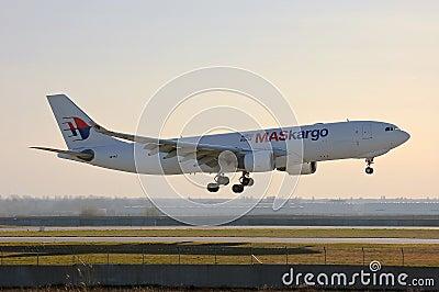 癹f�i)��&9�m���_马航空中客车a330-223f   9m-muc着陆,乌克兰,鲍里斯波尔国际机场