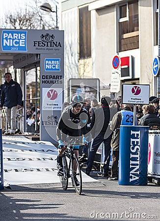 骑自行车者伊恩伯斯威尔巴黎尼斯2013年序幕在Houilles 图库摄影片