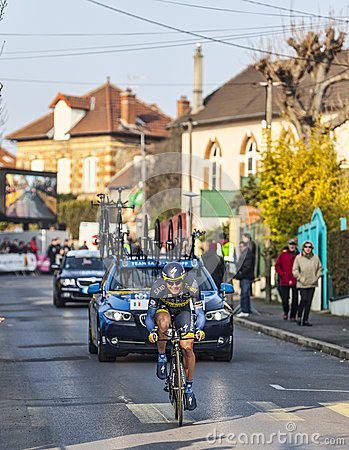骑自行车者尼古拉斯罗氏巴黎尼斯2013年序幕在Houilles 图库摄影片