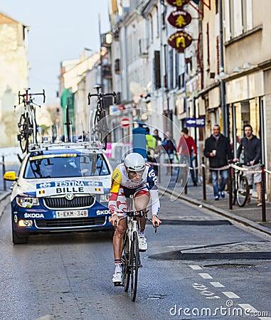 骑自行车者Bille Gaëtan-巴黎尼斯2013年序幕在Houilles 编辑类照片