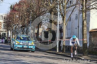 骑自行车者Grivko Andriy-巴黎尼斯2013年序幕在Houilles 图库摄影片