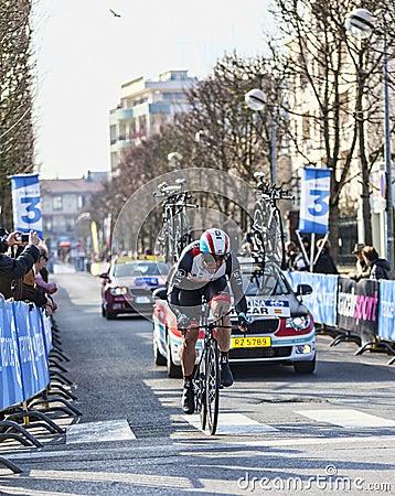 骑自行车者Irizar Markel-巴黎尼斯2013年序幕在Houilles 图库摄影片
