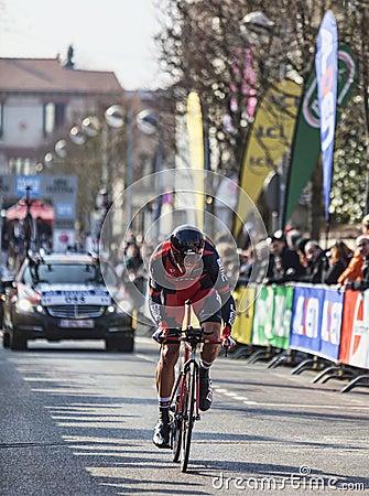 骑自行车者Oss丹尼尔巴黎尼斯2013年序幕在Houilles 图库摄影片
