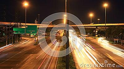 高速公路交通多条车道,时间间隔