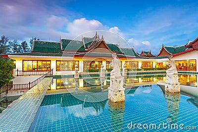 黄昏的东方泰国亭子