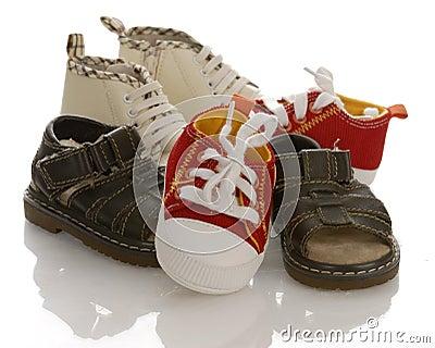 婴孩婴儿堆鞋子