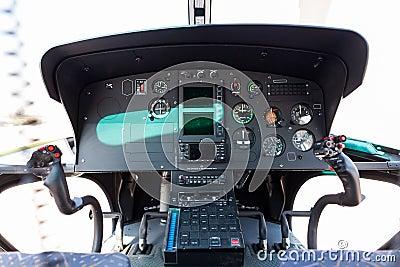 直升机驾驶舱