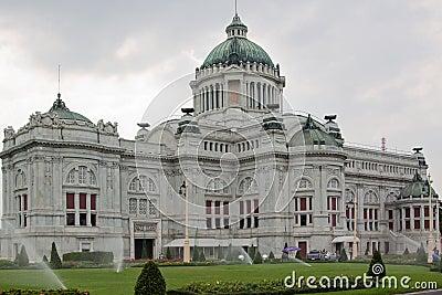 дворец dusit