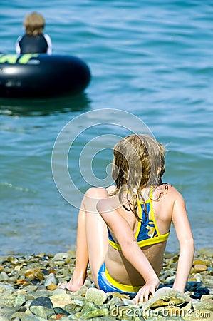 девушка пляжа немногая