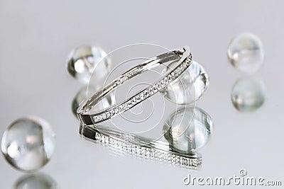 1 диамант браслета