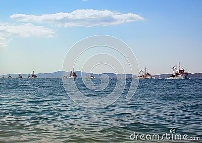 10 ships on the horizon