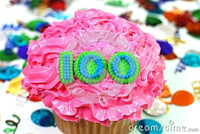 100次庆祝杯形蛋糕编号