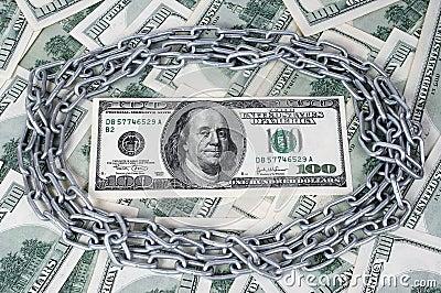 100 dólares e círculos da corrente