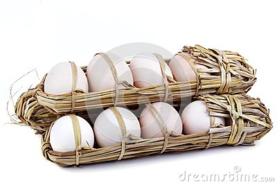 15 eggs packed in straw