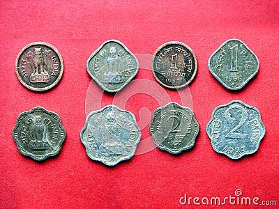17 монеток индийских