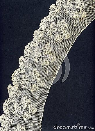 1800 delicate lace border