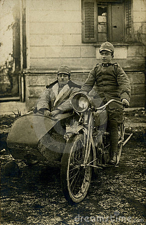 1919个古色古香的自行车人原来的照片