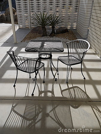 1950s Modernist garden: table and chairs