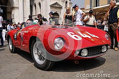 1955 construyeron Ferrari rojo Mondial en Miglia 1000 Foto de archivo editorial