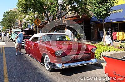 1955 red Chevrolet Redaktionell Arkivbild