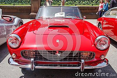 Серия 1960 Cabriolet Ferrari 250 GT II Редакционное Изображение