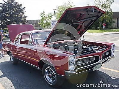 Used Cars Appleton Wi >> 1967 Pontiac GTO Hood Open Editorial Image - Image: 25856730