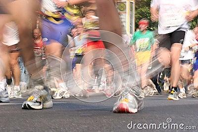 2 бегунка марафона