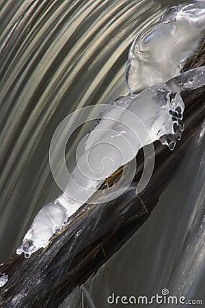 2 заморозили водопад