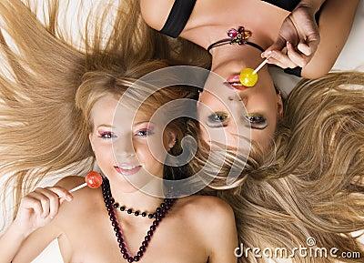 красивейший яркий состав 2 девушок