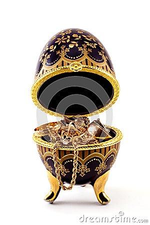2 Casket with jewelry