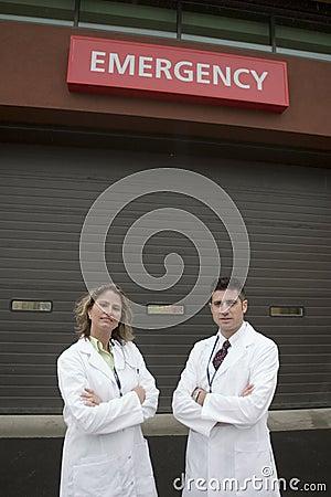 2 doctors outside of hospital ER