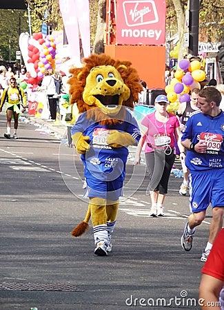 2010 25th april roliga london maratonlöpare Redaktionell Arkivbild