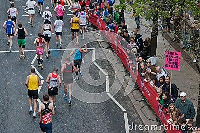 2012年伦敦马拉松贞女 编辑类库存图片