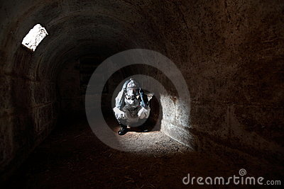 2012 que espera el extremo del mundo en la arcón de piedra