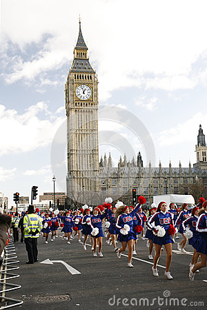 2013, de Parade van de Dag van de Nieuwjaren van Londen Redactionele Stock Foto