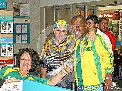 20enthusiastic sul - o copo de mundo africano do futebol ventila Imagem Editorial