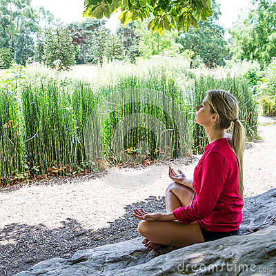 Free 20s Blond Girl Practicing Meditation In A City Park Royalty Free Stock Photo - 59165885
