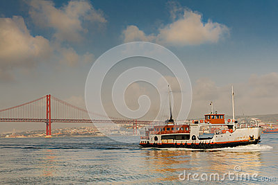 25 De Abril Bridge Images libres de droits - Image: 28996229