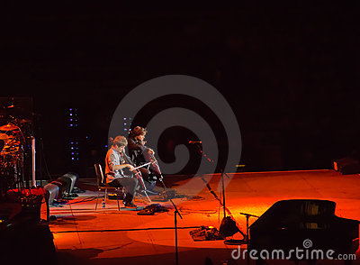 2cellos opens for Elton John in Singapore Nov 2011 Editorial Stock Image