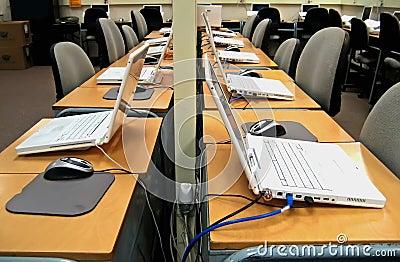 3台计算机实验室