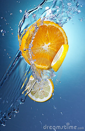 Free 3 Citrus Slices With Water Splash Royalty Free Stock Photography - 20730847