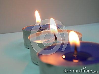3 velas em uma fileira